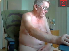 gay amateur daddy handjob