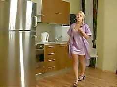 blondiner ryska threesomes