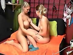 amateur bdsm babe lesbian
