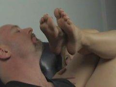 kink bare-feet foot-worship feet-soles