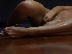masturber longues - les jambes tanné trentenaire