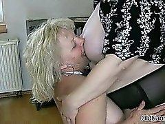 blondine erfahren oma