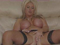 big boobs briten fingersatz