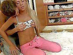 pijpbeurt platte erotische tieten mager naakt tieners
