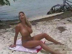 plaj büyük memeler bikini göğüsler