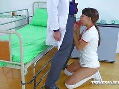 suzy gökkuşağı oral seks genç küçük memeler oral seks