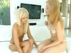 babe blonde fingering