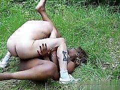 grandes tetas negro y ébano orgia sexo en grupo interracial
