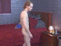 brunett uncut bbc solo hanformiga remsan tatuering muskel ebenholts gjutning stora röv erotisk sensuell fetisch