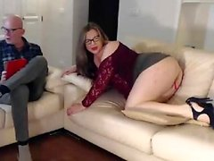 Young amateur web cam girl toys around with her pussy
