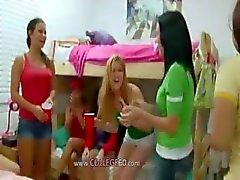 college meisje student pijpbeurt groep