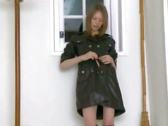babe black boots peeing