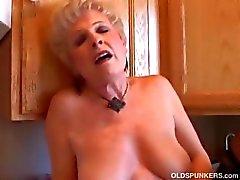sarışın puma büyükanne
