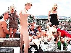 любительский бисексуал групповой секс хардкор на открытом воздухе