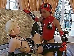 almanca lateks lezbiyen strapon