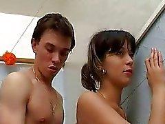 kindje pijpbeurt platte erotische tieten mager naakt tieners