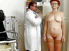 coups col de l'utérus médecin mamie