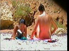 plage cames cachées nudité en public