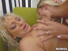 mamie lesbienne mature blond fille sur la fille
