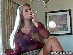 loira fetiche fumador