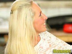 baby blondine abspritzen