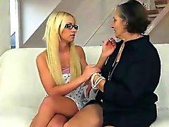 blondine brünett oma lesbisch lecken