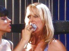 lesbisch overheersing slavernij blond grote tieten