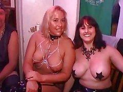 gros seins milf nudité en public