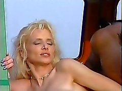couple peeing blonde midget