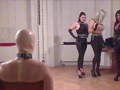 femdom britannique latex strapon esclavage