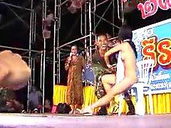 asiatique clignotant nudité en public