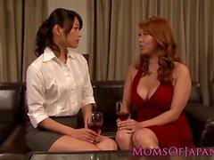 japon lezbiyen milf öpme külot