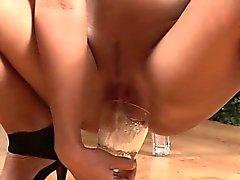 bébé brunette close-up masturbation solo