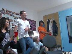 минет колледж мальчиков комнату в общежитии мальчиков братства