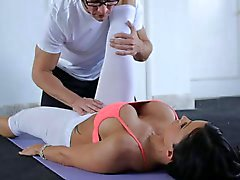 Jewels Jade seduces personal trainer