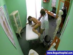 brünett real uniform krankenschwester büro