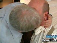 нести минет гей волосатый