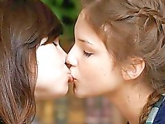 tastare ragazza sulla ragazza baciare