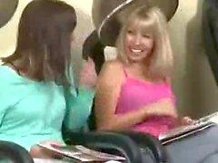 filles blowjobs handjobs nudité en public