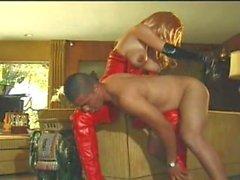 kimberley devine lateks tranny açılışındaki licking koca memeli