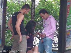 gros seins viol collectif orgie nudité en public triplettes