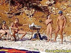 elegantraw strand gruppe spiele