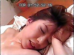 asiatique cames cachées mamelons massage