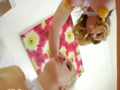 blondine anal beschneiden probe akrobaten