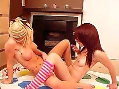 lezbiyenler girlongirl genç sarışın