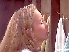 blondes célébrités nudité en public seins millésime