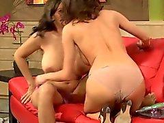 lesbians matures milfs