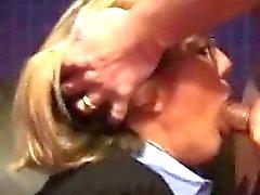 blond cfnm soin du visage