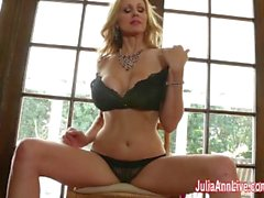 julia ann juliaannlive big-boobs masturbate