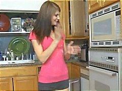 lapsenvahti keittiö teini-ikäinen hardcore
